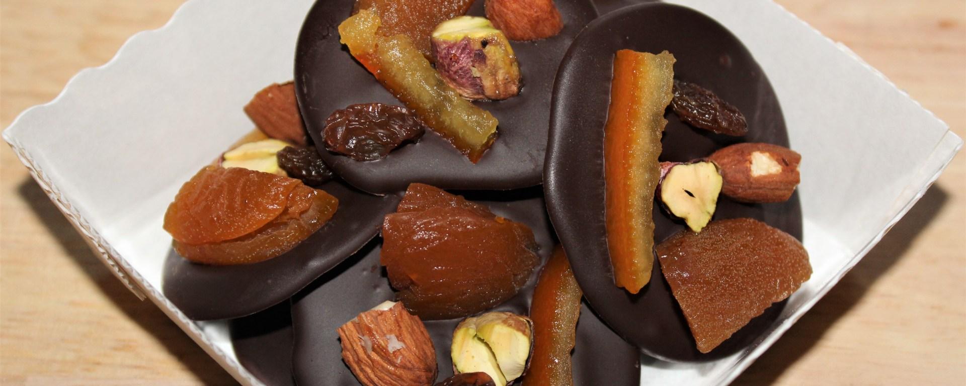 Délicimô ! - Mendiant au Chocolat : Abricot, Amande, Orange, Pistache, Raisin - www.delicimo.fr