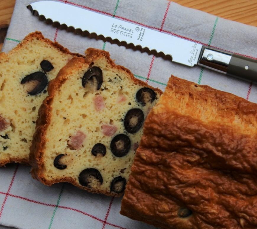 Délicimô ! - Recette Cake Salé Jambon Olive - www.delicimo.fr
