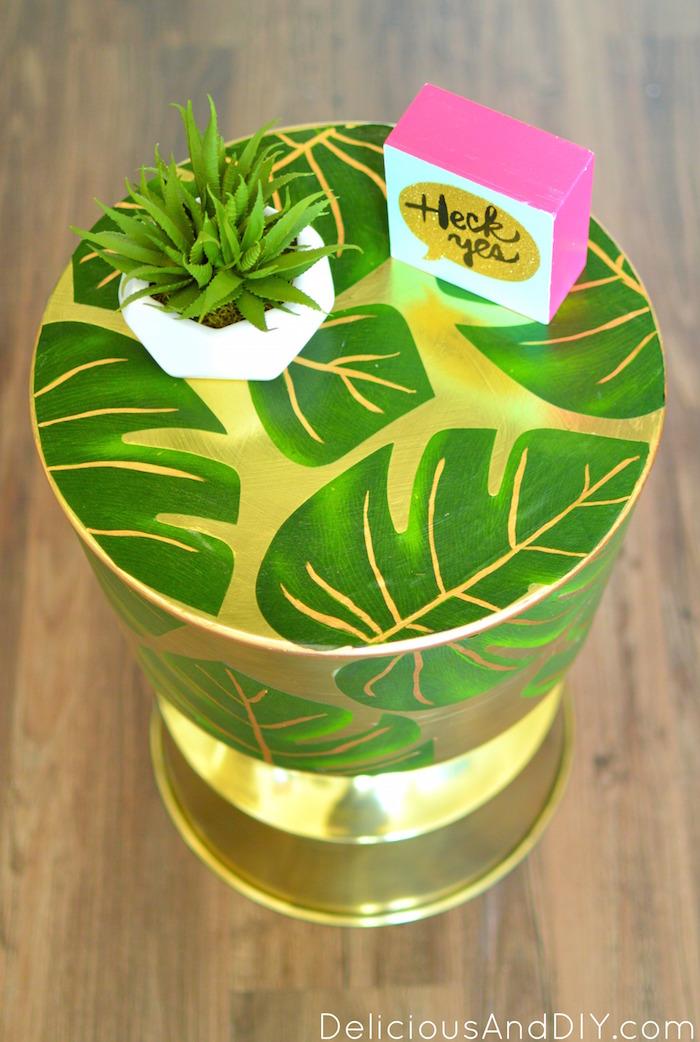 Palm Leaf Table| Palm Leaf Furniture| Modge Podge Projects| Gold Table Decor| Home Decor| Decoupaged Table|Decoupaged Projects|Palm Leaf Table