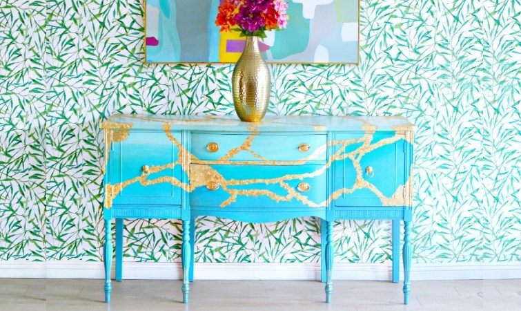 How To Paint a Vintage Buffet Table- Layering & Blending Paint Technique