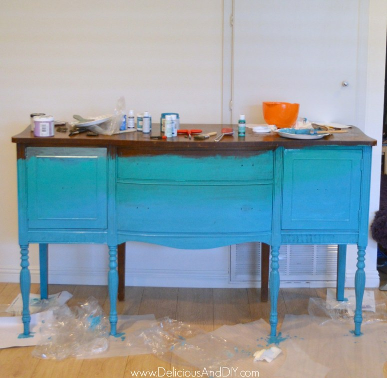 Layering the buffet table with turquoise green color
