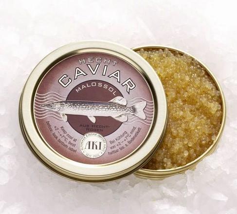 Hecht Kaviar auf Schwarzbrot mit Olivenöl