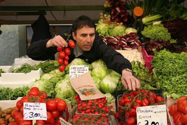 Bummeln über den Bozner Markt macht Appetit