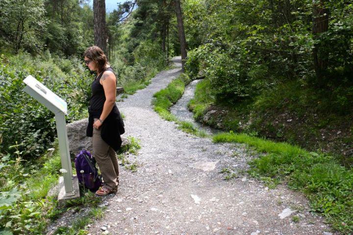 Der Weinwanderweg führt entlang der Suonen, alter Wasserkanäle.