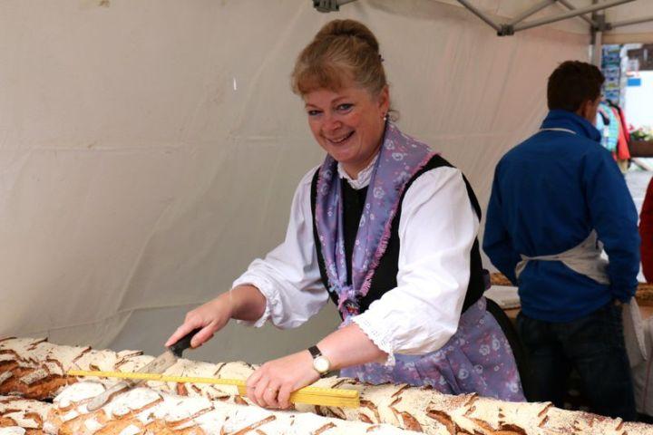Meterware: frisches Brot auf dem Markt