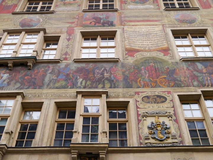 Hübsche Fassaden und Erker prägen die Altstadt von Schaffhausen.