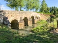 Pont Catinat, eine der hübschen Bogenbrücken aus dem 17. Jahrhundert