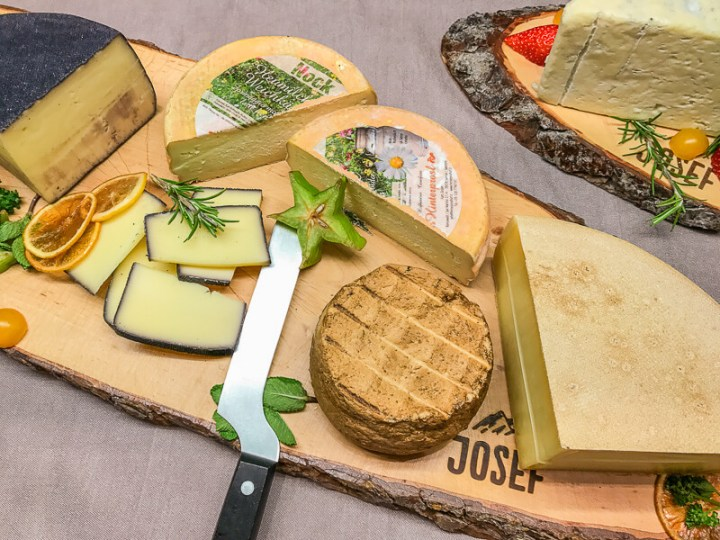 So starten wir gern in den Tag: Südtiroler Käsebrett zum Frühstück