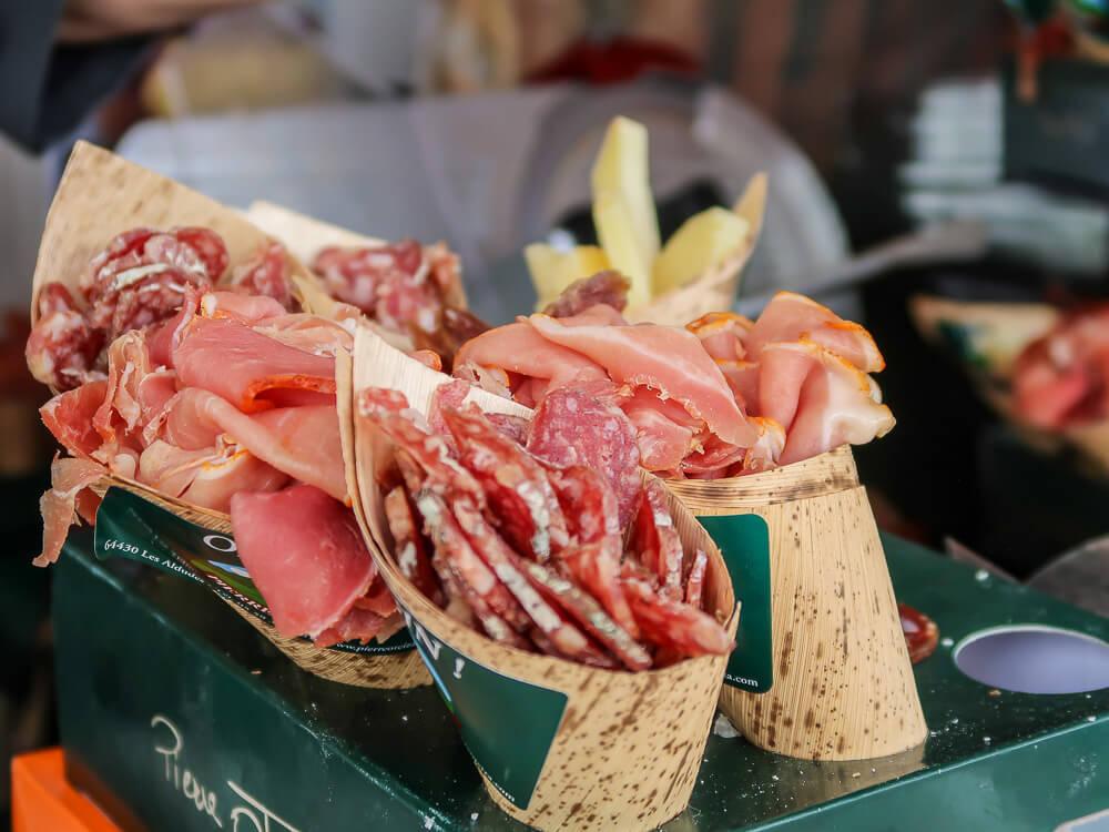 Zum Wein gibts Spezialitäten aus der Nouvelle Aquitaine