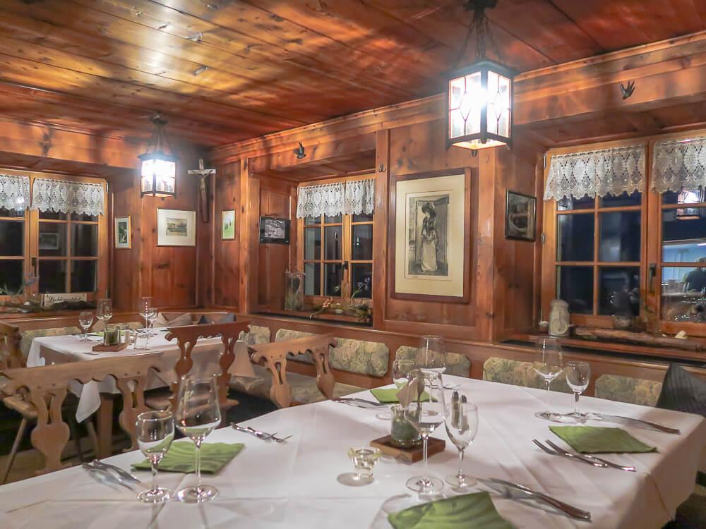 Stube im Berggasthaus Masescha