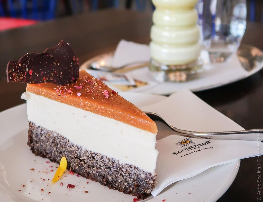 """Mohn-Marillen-Torte in der """"Leibspeis"""" bei Sonnentor"""