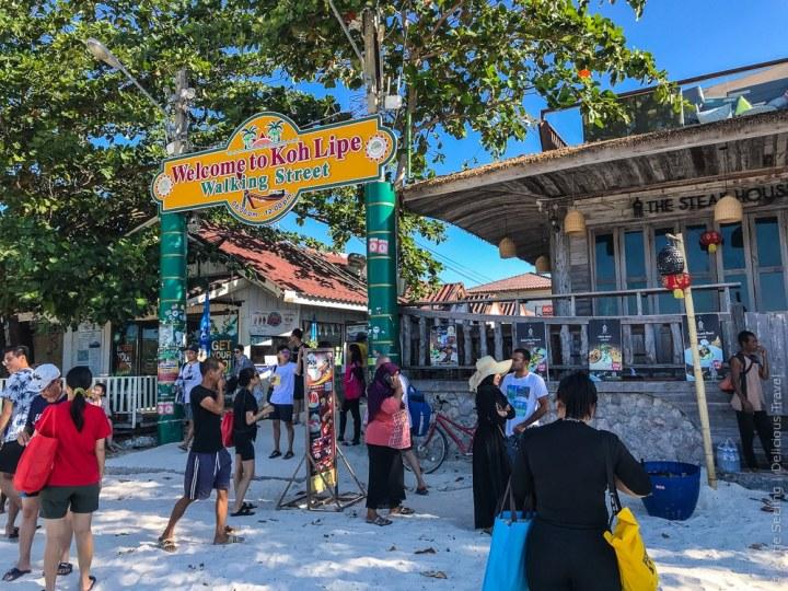 Walking Street – Eingang am Pattaya-Strand