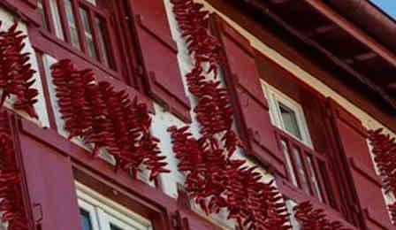Hasparren-facade-maison-basque