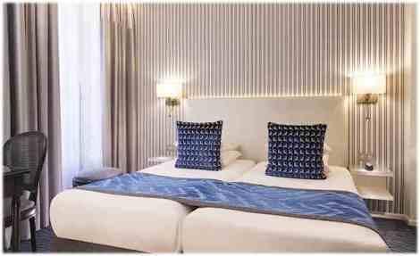 Paris-Hotel-victor-hugo-chambre-bleu