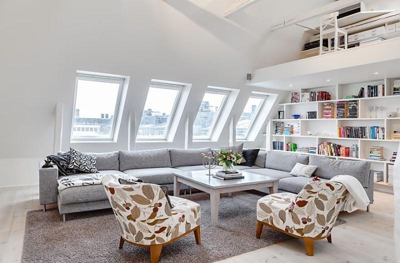 Un ático con vigas vistas y ventanas tragaluz en el tejado - Blog ...