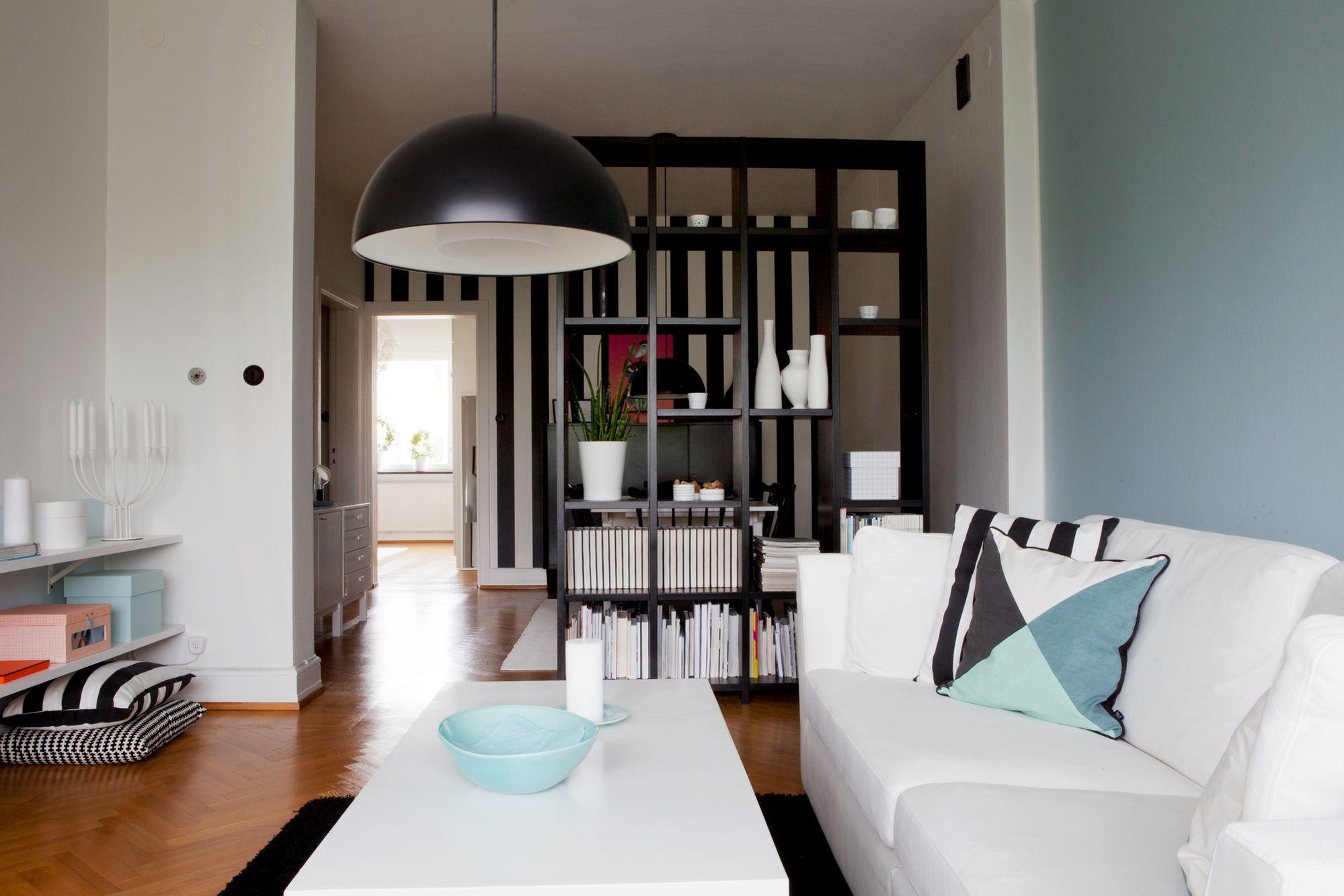 Decoraci n en blanco con toques de negro y az l blog for Habitacion completa para adultos barata