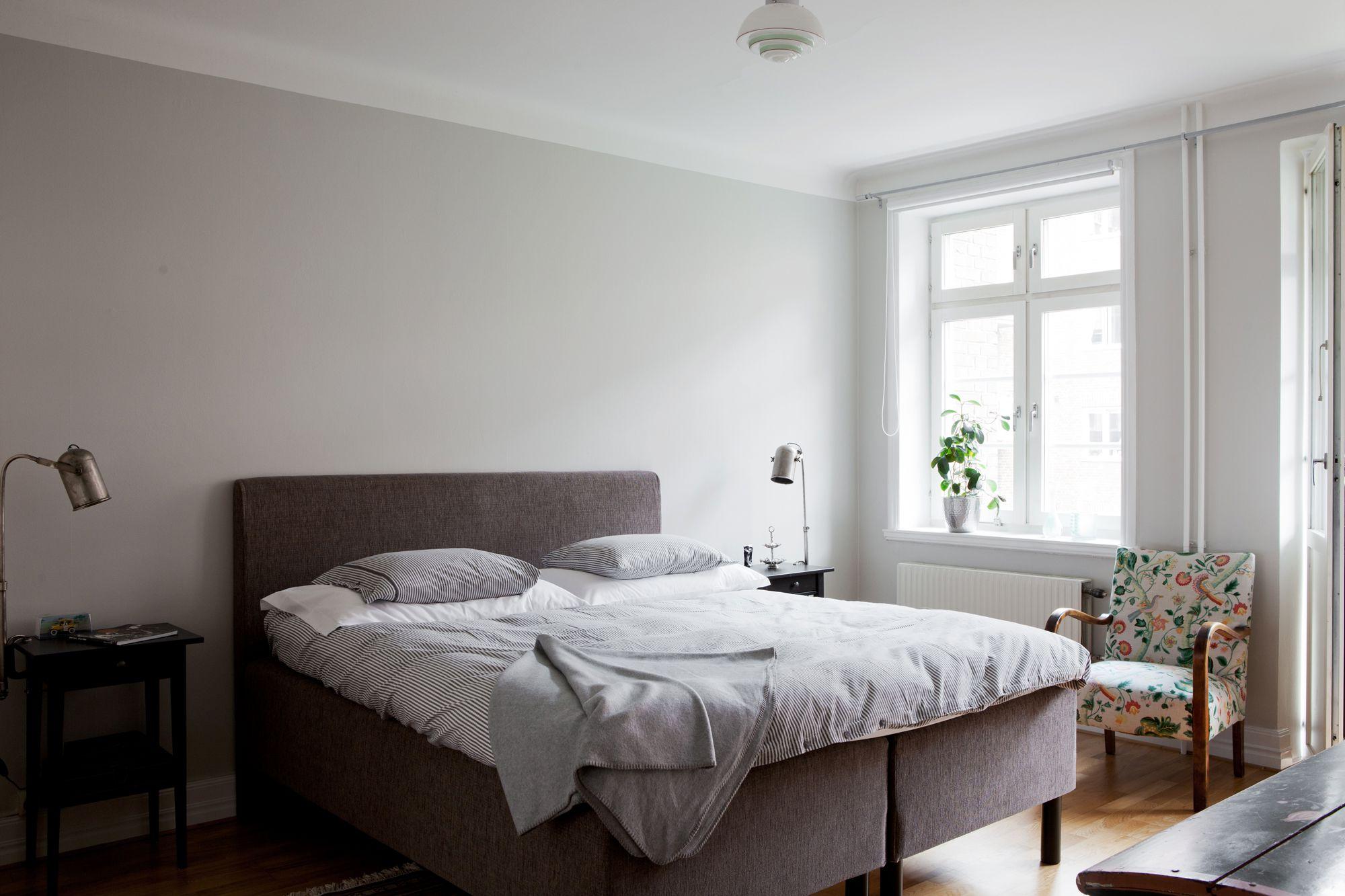 Paredes grises muebles blancos suelo de madera blog for Muebles oscuros paredes claras