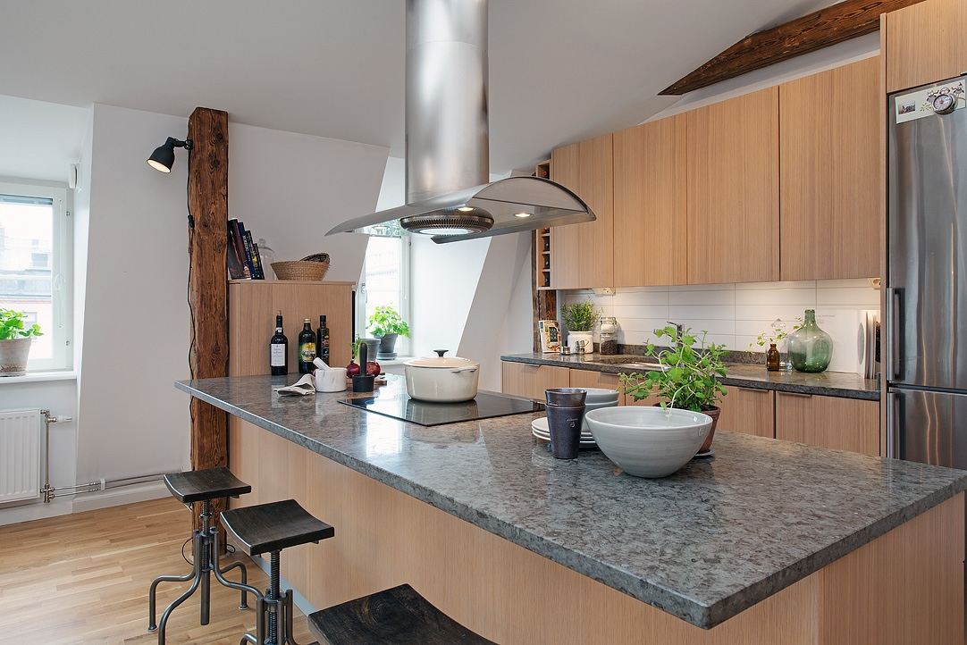 Tico loft sueco con lavander a en el cuarto de ba o for Instalar lavadora en bano