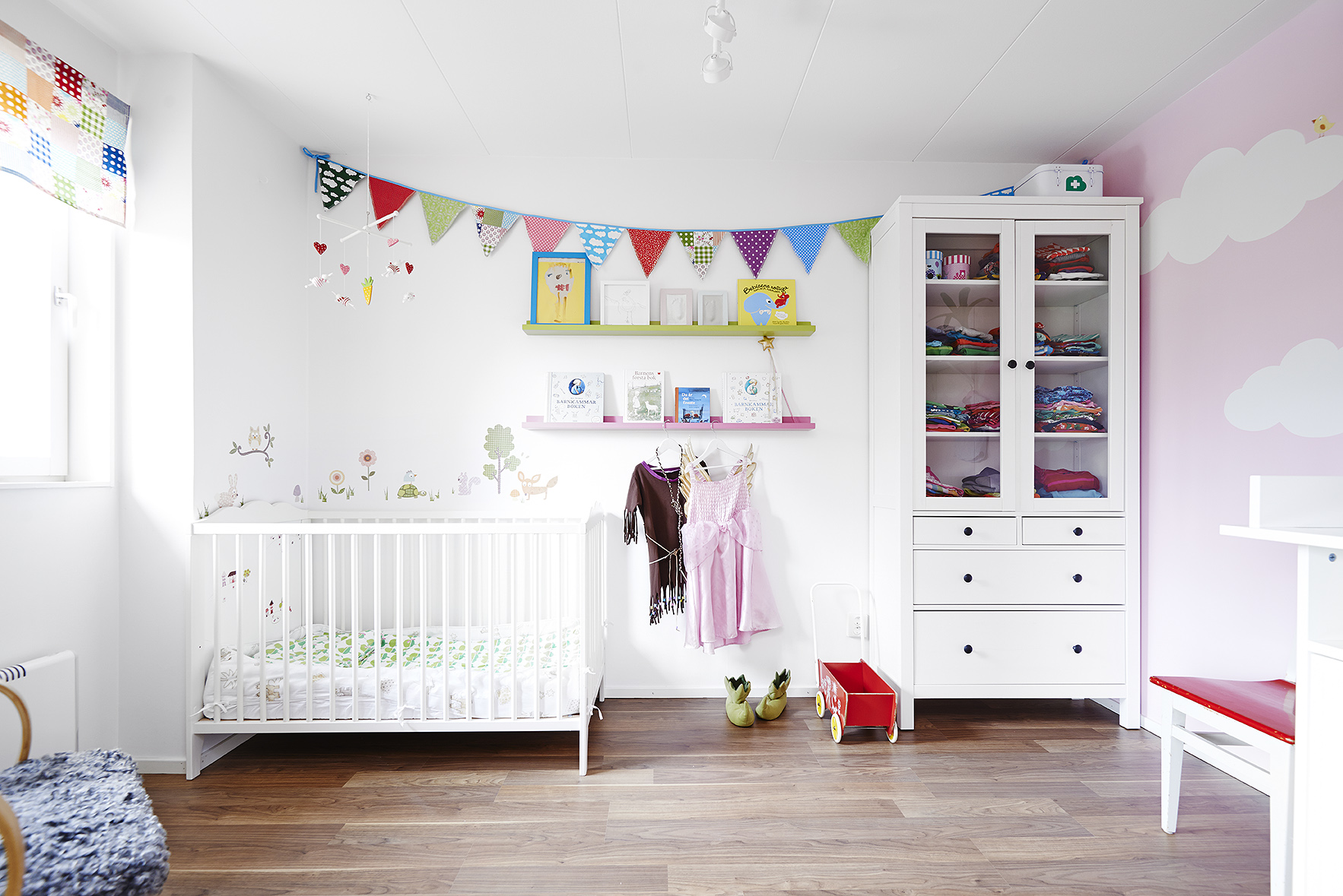 Habitaciones y espacios infantiles n rdicos blog tienda for Recoger muebles