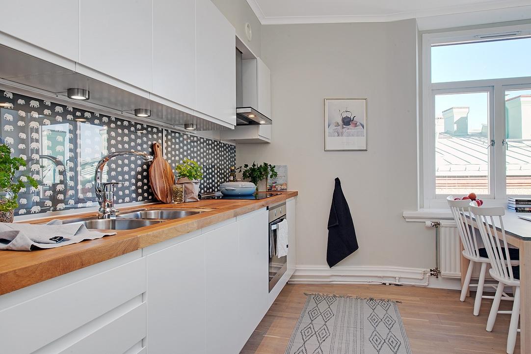 Revestimiento de tela y cristal en una cocina - detalles ...
