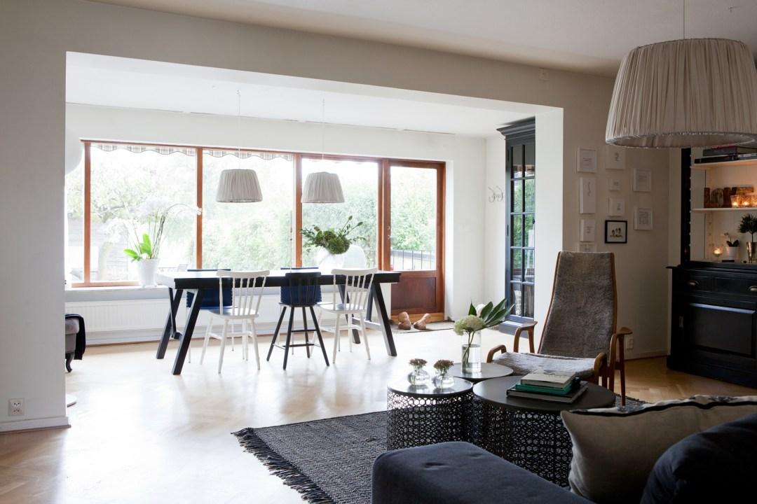 Acogedor estilo n rdico con velas textiles y chimenea for Chimeneas en apartamentos pequenos