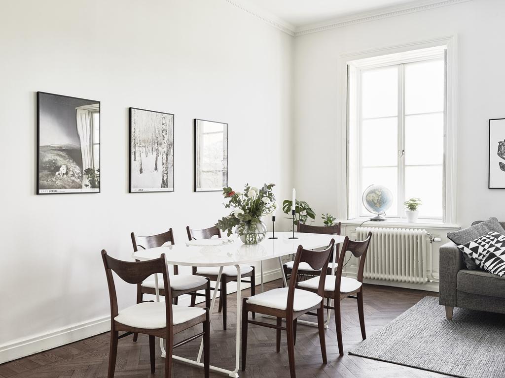 Madera oscura paredes blancas y contraventanas blog tienda decoraci n estilo n rdico - Decoracion paredes blancas ...