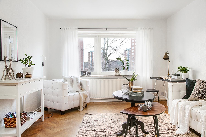la mesa en madera natural y el suelo laminado color roble hacen de la cocina un espacio clido y hogareo donde apetece estar lo elegirais vosotros