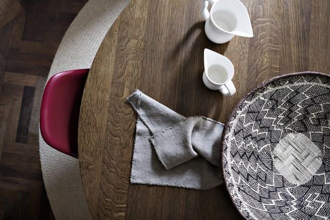 suelos de madera de roble salon de lujo salón comedor nórdico noguchi muebles de diseño nórdico montana estanterías Lujosos muebles de diseño estilo nórdico escandinavo eames blog decoración nórdica