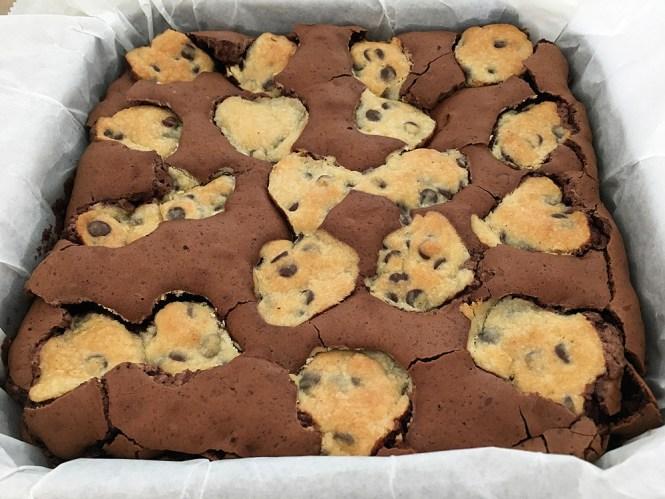 recetas delikatissen postres rápidos postres fáciles postres con chocolate postre para muchos galletas pepitas chocolate estilismo de postres brownie chocolate negro Brookies (brownie + cookies) bizcochos y galletas