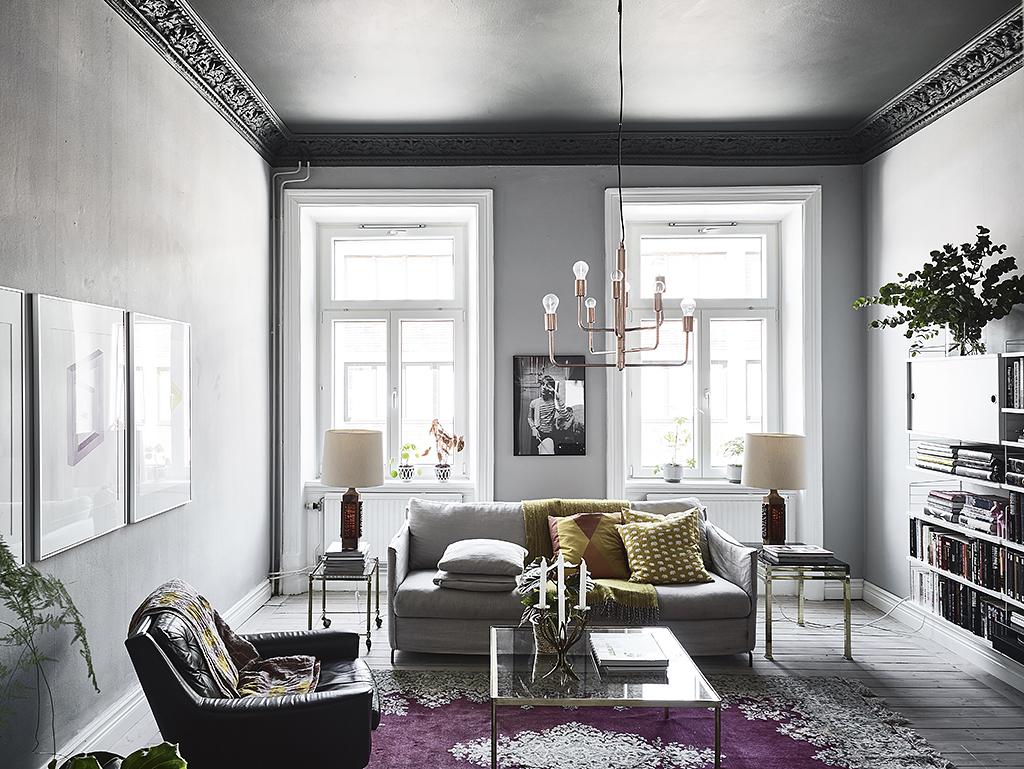 Dormitorio con paredes oscuras y madera natural blog for Dormitorio oscuro decoracion