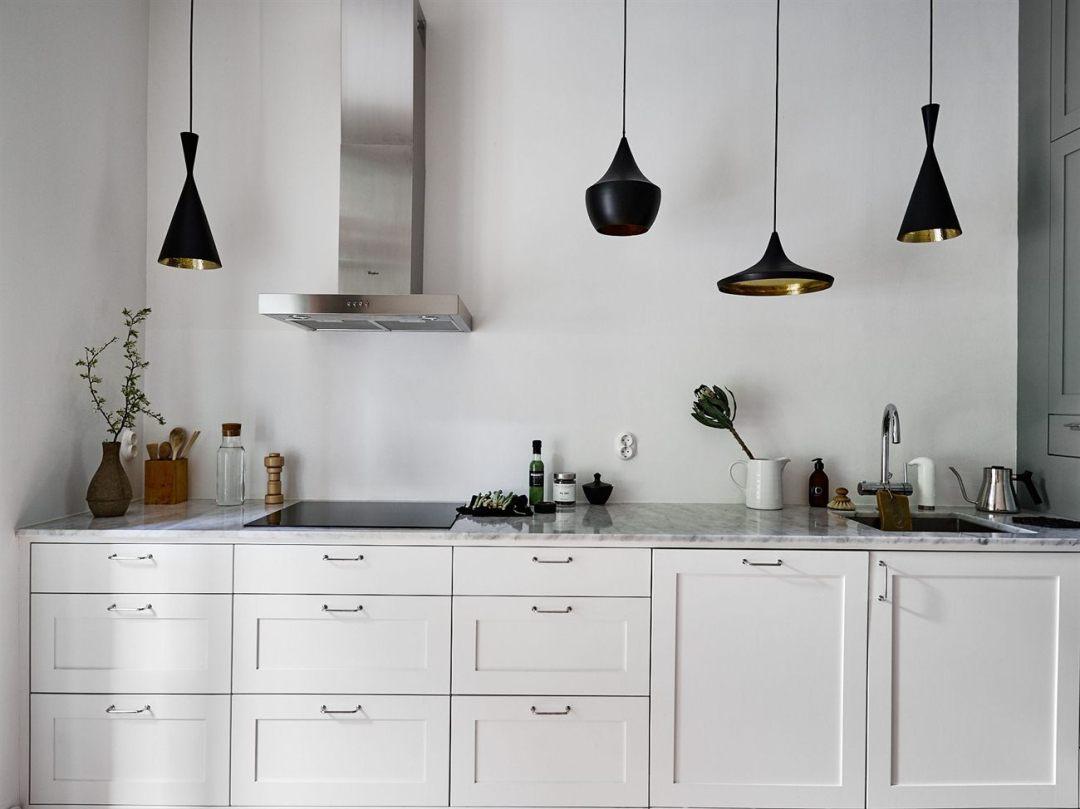 L mparas colgantes sobre la encimera blog decoraci n for Lampara cocina fluorescente