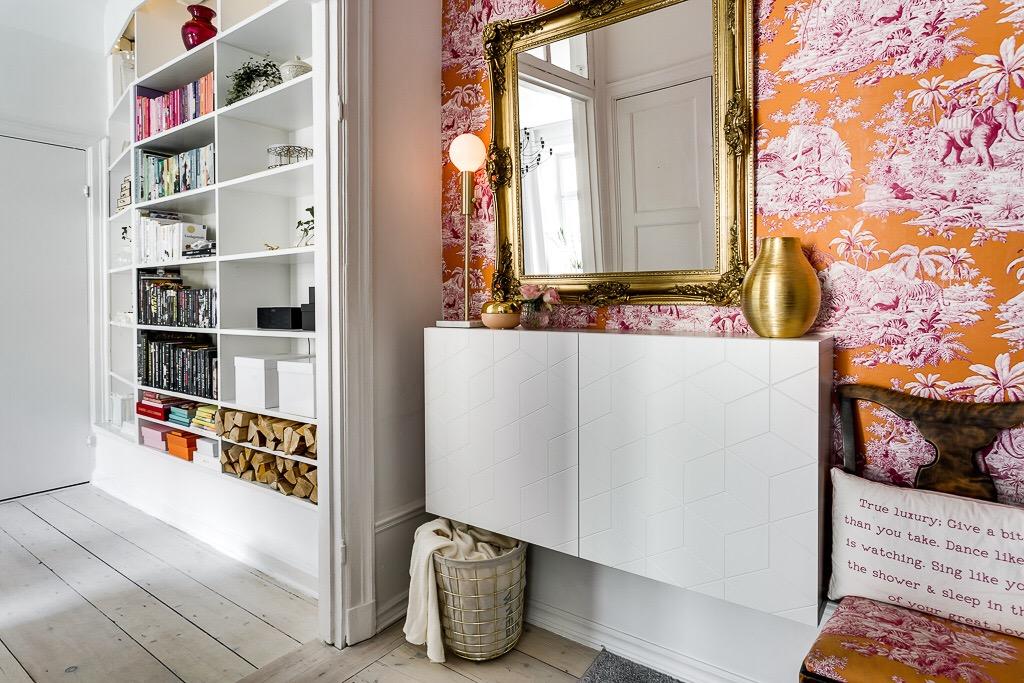 piso nrdico hall recibidor diferente estilo escandinavo estilo barroco espejo labrado dorado decoracin naranjas fucsias blog