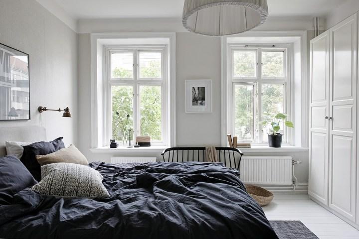 salones nórdicos estilo escandinavo decoración invierno decoración interiores chimenea blog decoración nórdica Almacenar leña en el salón