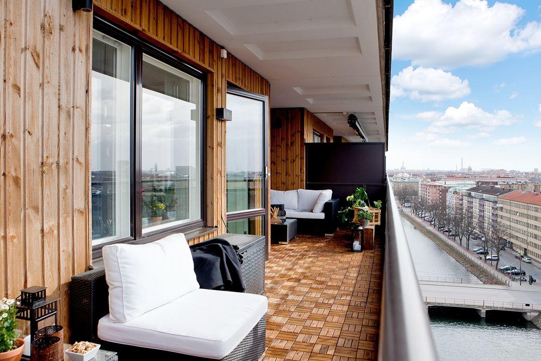 Terrazas madera celosias de madera en terraza a modo de for Terraza de madera exterior