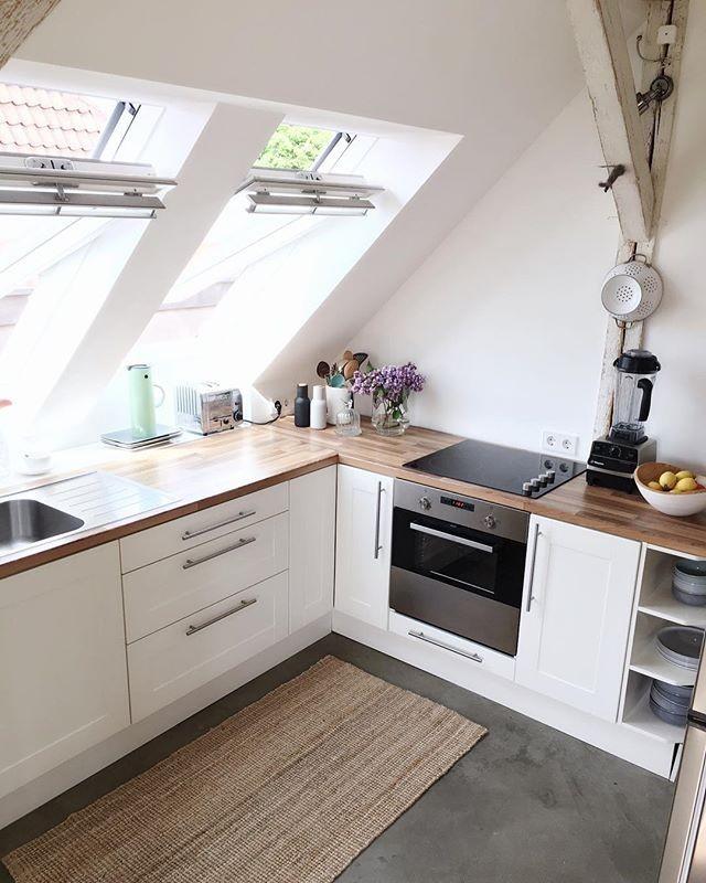 vigas en el techo suelo de cemento pilares de madera muebles de diseño estilo minimalista estilo minimal nórdico decoración texturas decoración en blanco