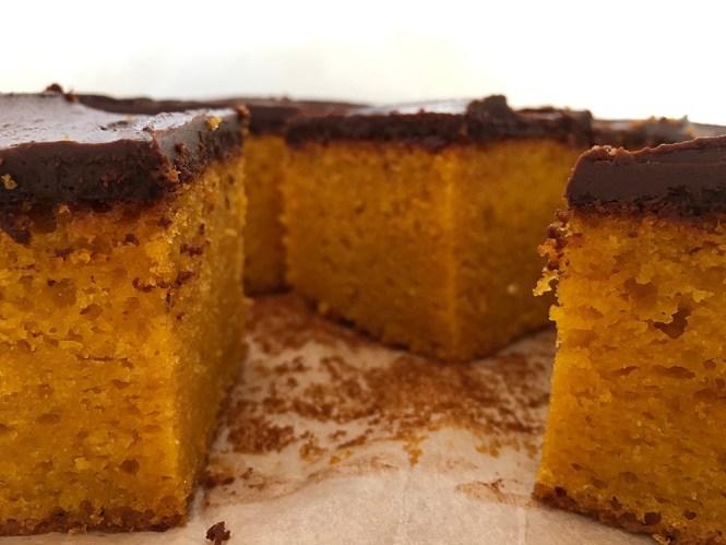 tarta facil tarta de zanahoria recetas delikatissen cobertura chocolate Carrot cake bizcocho jugoso bizcocho facil bizcocho de zanahoria bizcocho con color natural