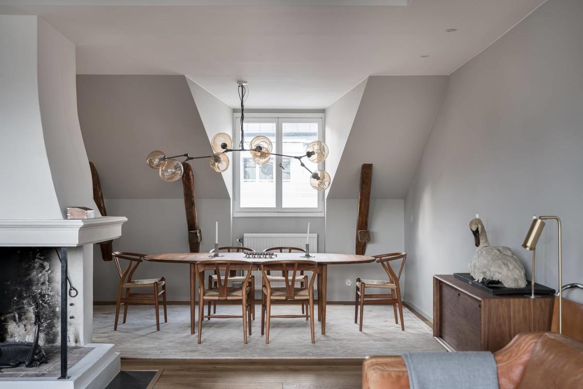 Mucha madera y mucho diseño en un ático sueco espectacular