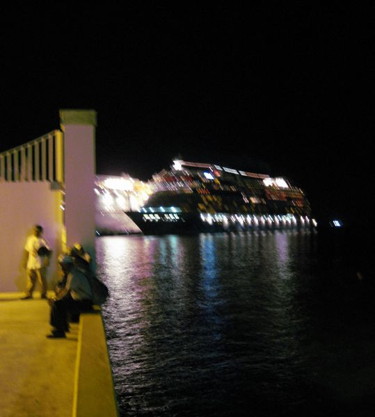 1-Cruise boat at night