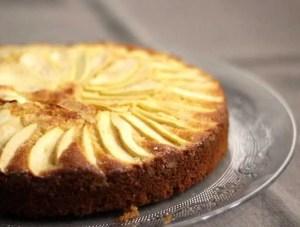Gâteau moelleux aux pommes et à la frangipane