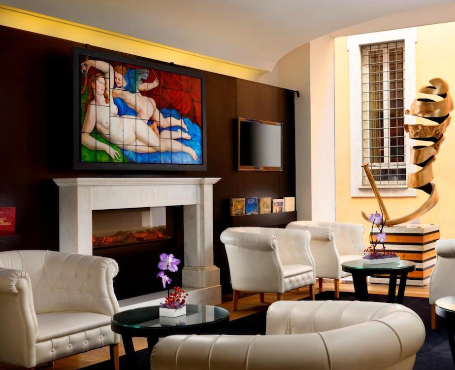 The First Luxury Hotel Art
