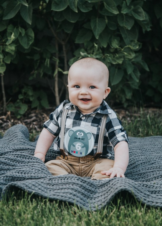 Blogger | Photographer | All Things lifestyle Family Photography | Utah Photography | Utah Baby Photography | Newborn Lifestyle | Utah | Boy | 6 Months | Child | Dellany Elizabeth | Pose ideas | Photography | Baby Boy