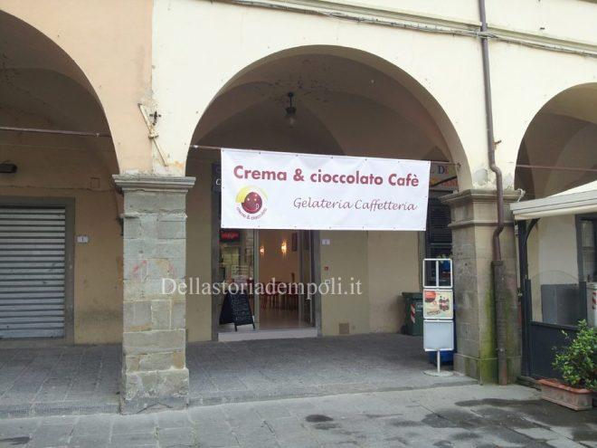 Nuovo Esercizio In Piazza De' Leoni