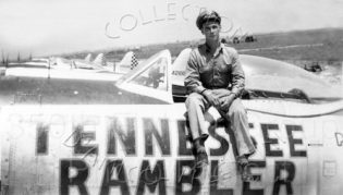 Il 1st Lieutenant Robert K. Morrow a bordo del suo P 47.