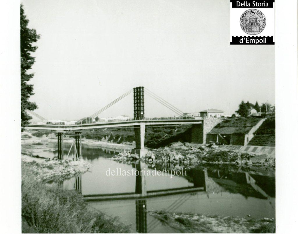 """La Riparazione Del Ponte """"vecchio"""" Dopo L'alluvione 1966"""