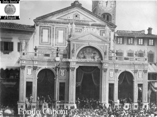 Collegiata S. Andrea di Empoli addobbata per un Corpus Domini