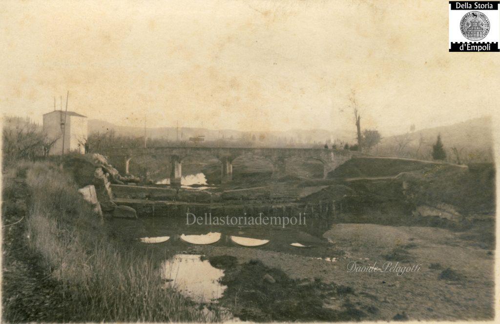 Empoli – Pozzale Vecchio Ponte Sull'Orme Sotto Il Cotone