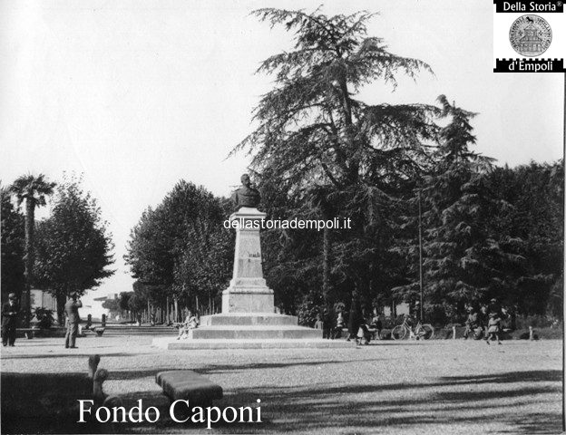Piazza Umberto I oggi Piazza Matteotti, monumento al Re