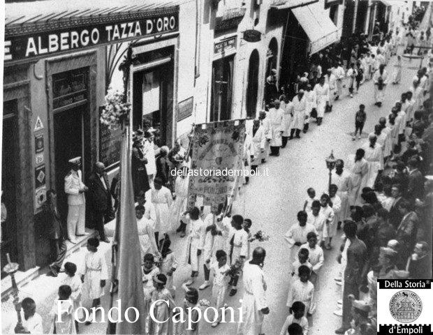 Processione via Giuseppe del Papa all'Albergo Tazza d'oro