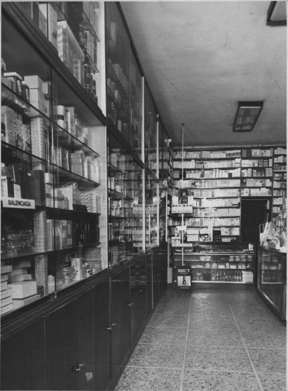 Interno Della Profumeria Fontanelli Nel 1959