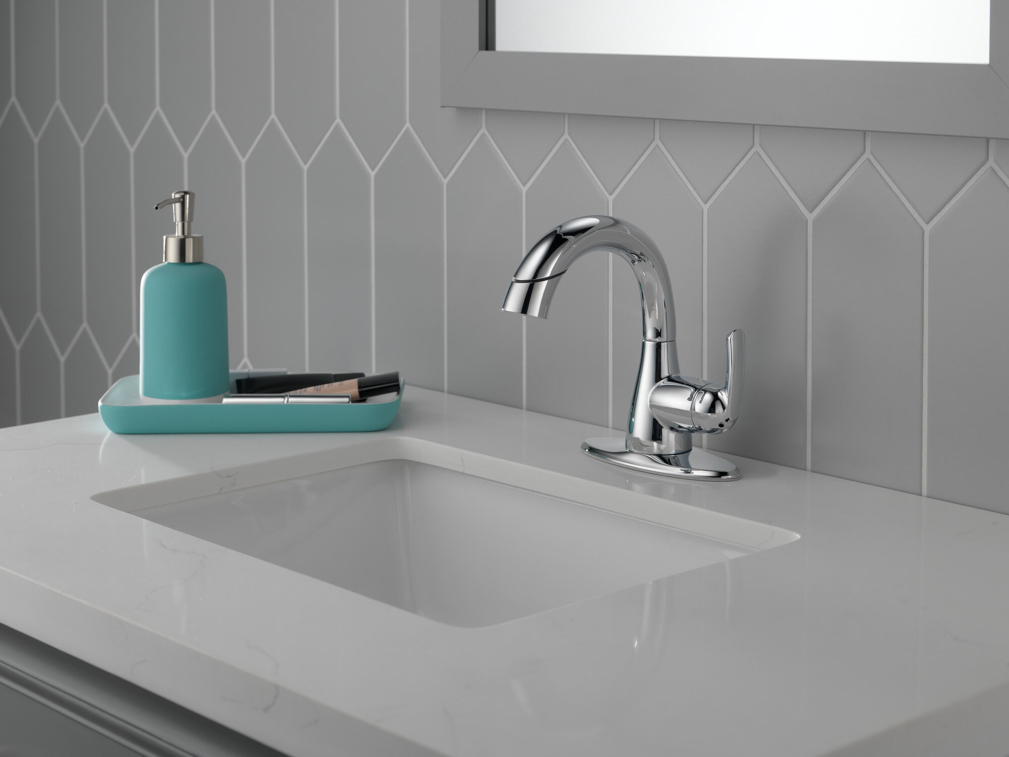 single handle centerset pull down bathroom faucet